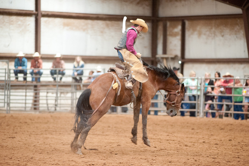 Bronc Riding11_20140524