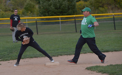 Vicky Austin steps on second base to force out Macky Simmons. (Paula Roberts photo)
