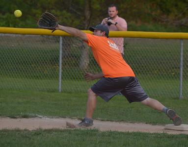 Maine-ly Pawn first baseman Rodney Brooks stretches to make a catch. (Paula Roberts photo)