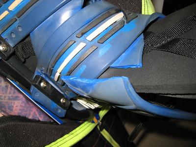 """Tear in rear binder (Connelly 2003 """"Pivot"""" M)"""