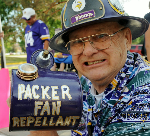 Perennial Vikings fan Milt Toratti of St. Peter got into he spirit of the day on Thursday while awaiting the arrival of the players. Photo by John Cross
