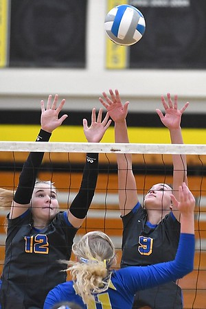 Waseca v. Le Sueur-Henderson volleyball 3