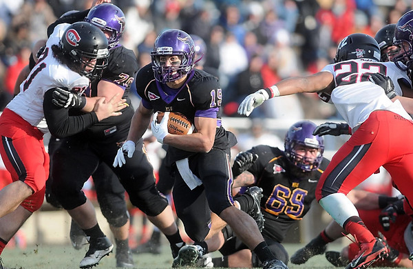 Pat Christman<br /> Minnesota State's Andy Pfeiffer looks for running room during the second half Saturday.