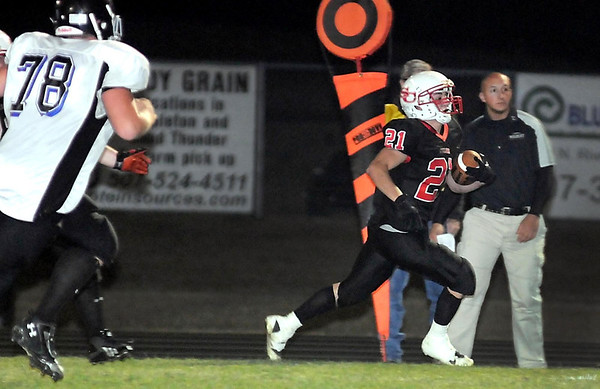 St. Clair running back Michael Nett runs for a touchdown during the first half against southwest United Tuesday in St. Clair.