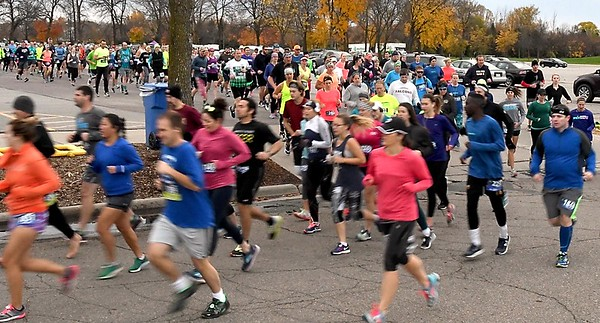 Mankato Marathon full start blur