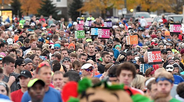 Mankato Marathon full start line