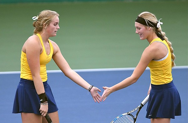 Le Sueur-Henderson girls tennis