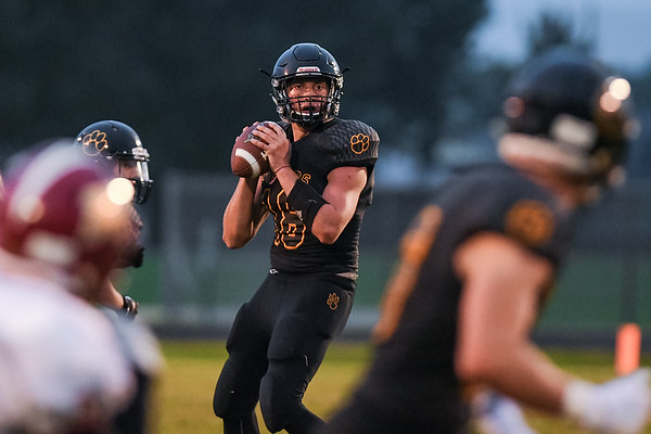 Mankato East quarterback Reid Gruenes surveys the field during a game against Northfields in Sept. Photo by Jackson Forderer