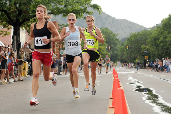 Women's winner Alexis Skarda, left, is followed by Fee Docherty, and Chantelle Dron from the women's elite class speed towards the finish line at the West End 3K race on Pearl Street on Thursday, July 22, 2010, in downtown Boulder.<br /> Jeremy Papasso/ Camera