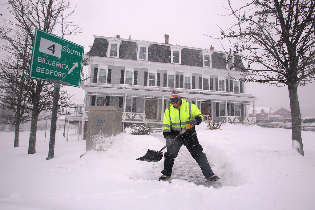 . Winter storm features in Chelmsford Center. John Doherty of Jaffrey, N.H., who works for Merrimack Property Management, shovels the walk and steps at Central House apartments in Chelmsford Center. (SUN/Julia Malakie)