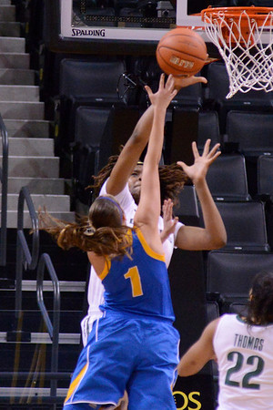 Women Duck Basketball v UCLA