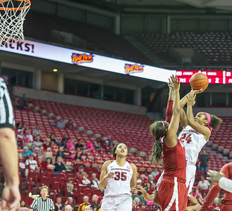 Arkansas Lady Razorbacks guard Jordan Danberry (24) shots the game winner during a basketball game between Arkansas and Alabama on 2-18-16.   (Alan Jamison, Nate Allen Sports Service)