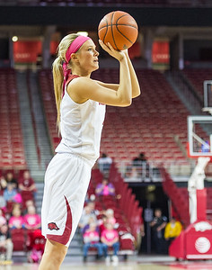 Arkansas Lady Razorbacks guard/forward Keiryn Swenson (4) shoots during a basketball game between Arkansas and Alabama on 2-18-16.   (Alan Jamison, Nate Allen Sports Service)
