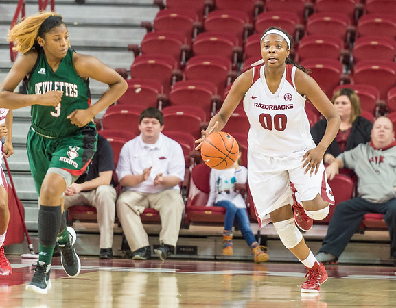 Arkansas Lady Razorbacks forward Jessica Jackson (00) brings the ball up court during a basketball game between Arkansas and Mississippi Valley State on December 28, 2015.    (Alan Jamison, Nate Allen Sports Service)