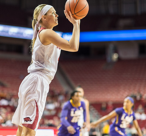 Arkansas Lady Razorbacks guard/forward Keiryn Swenson (4) shoots during a basketball game between Arkansas and LSU on Sunday, January 08, 2017.  (Alan Jamison, Nate Allen Sports Service)