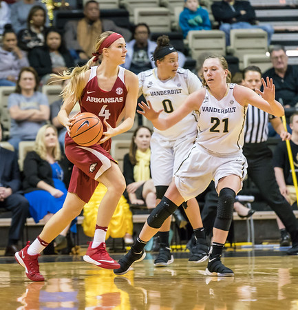 Arkansas Lady Razorbacks guard/forward Keiryn Swenson (4) looks to pass during a game between the Arkansas Lady Razorbacks and the Vanderbilt Commodores on Sunday, 25 Feb 18, in Nashville TN.  (Alan Jamison, Nate Allen Sports Service)