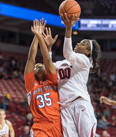 Arkansas Lady Razorbacks forward Jessica Jackson (00) shoots during a basketball game between Arkansas and Sam Houston State on Friday, November 11, 2016.  (Alan Jamison, Nate Allen Sports Service)
