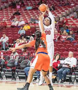 Arkansas Lady Razorbacks forward Jessica Jackson (00) shoots during a basketball game between Arkansas and Sam Houston State on Friday, November 11, 2016.  (Alan Jamison, Nate Allen Sports Service)
