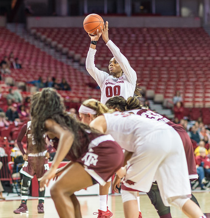 Arkansas Lady Razorbacks forward Jessica Jackson (00) shot 7 for 9 on free throws during a basketball game between Arkansas and Texas A&M on January 7, 2016.    (Alan Jamison, Nate Allen Sports Service)