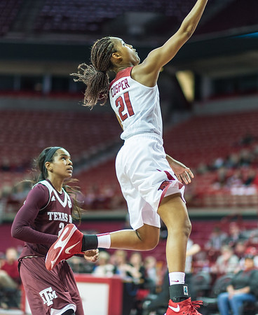 Arkansas Lady Razorbacks guard Devin Cosper (21) shoots a layup during a basketball game between Arkansas and Texas A&M on January 7, 2016.    (Alan Jamison, Nate Allen Sports Service)