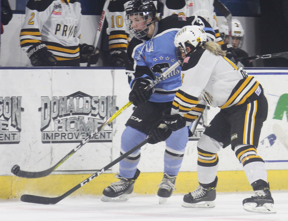 . Boston Pride vs Buffalo Beauts in Isoble Cup final for the National Women\'s Hockey League championship. Beauts\' Kelley Steadma (3), left, and Pride\'s Maggie Taverna (4). (SUN/Julia Malakie)