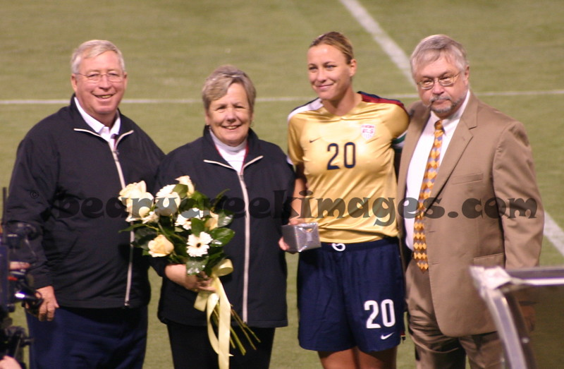 Abby Wambach, with her parents on the left.