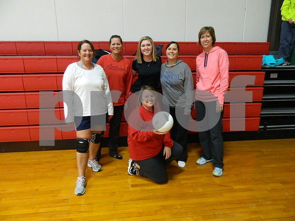 left to right: Sherry Barber, She Jacobson, Payton Christi, Chandra Vinsand, Amy Donahe, and Patti Anderson.<br /> Team Can U Dig It