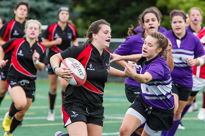 Kaitlyn McLeod headed for a try
