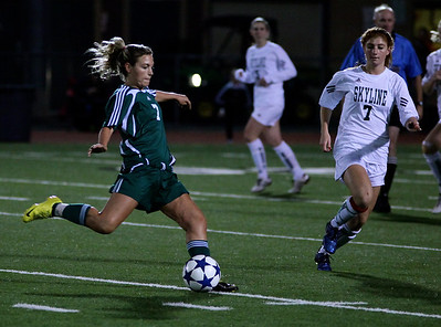 Maddie Jones  Woodinville High Girls Varsity Soccer verse Skyline High October 20, 2011, ©Neir