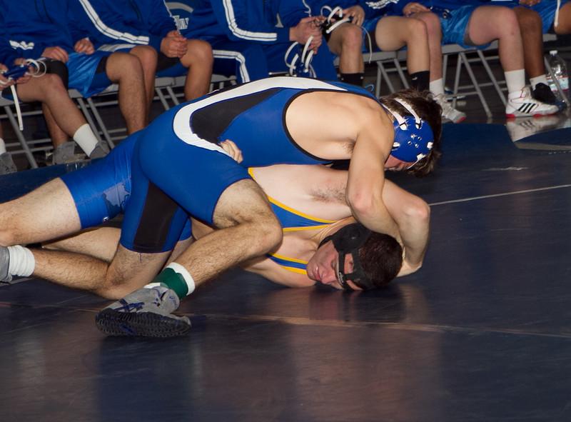 dhwrestJan12-15-2012-40