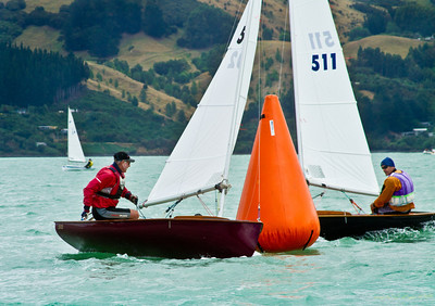 Phil Williams (502, Dances with Waves, Worser Bay Boating Club) beats Grant Beck (511, Wakatere Boating Club) to the top mark in race 5.  Phil went on to win the race but Grant pipped Phil for second in the series, behind the new national champ Tim Snedden from Royal New Zealand Yacht Squadron.