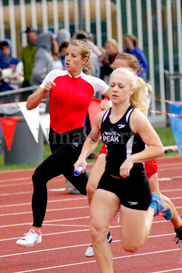 Ryleigh Haynes makes her move in the 4x400 relay