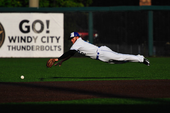 ThunderBolts' Tim Zier dives for a ground ball against Schaumburg. Sunday, September 3rd, 2017, in Crestwood. (Gary Middendorf-Daily Southtown)