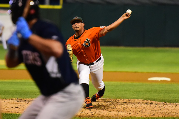 Slammers' Luis Cruz delivers a pitch for the Eastern Division All-Stars in the Frontier League All-Star game. Wednesday, July 12th, 2017, in Joliet. (Gary Middendorf / Chicago Tribune)