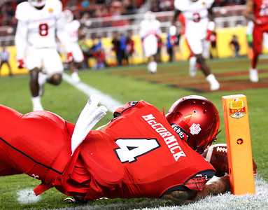 Utah wide receiver Troy McCormick reaches for a touchdown in the first quarter of the Utah Utes 26-24 victory over the Indiana Hoosiers at the Foster Farms' Bowl in Santa Clara, California on Wednesday, Dec. 28, 2016.