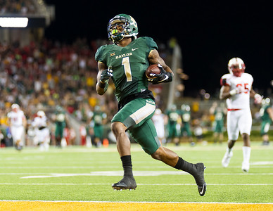 Baylor's Coleman catches a pass and runs into the end zone for a touchdown during the Baylor/Lamar Game. Images are for media licensing only. 9/12/15