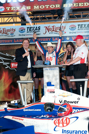 Victory lane photo: Helio  Castroneves wins Firestone 550
