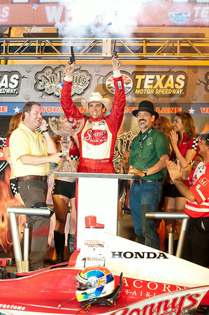 Victory lane photo: Justin Wilson wins the Firestone 550.