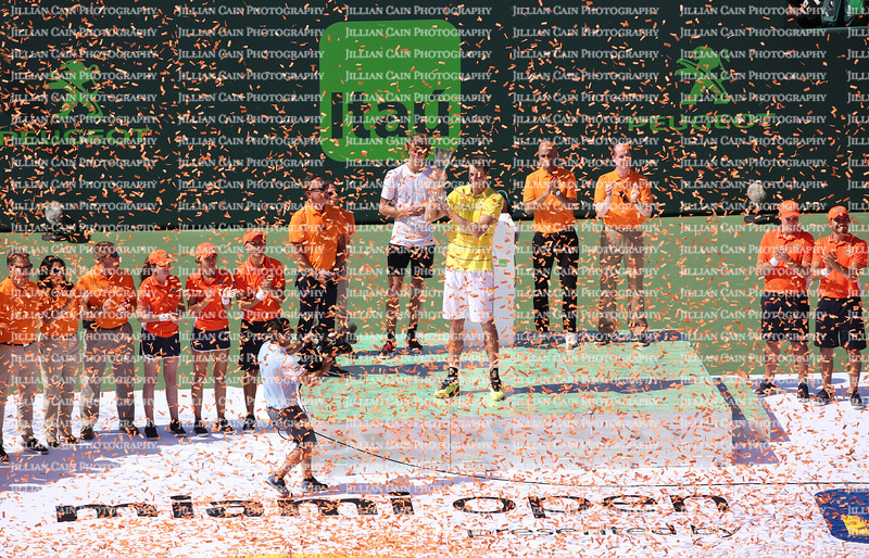 American John Isner goes out a champion in the men's final as Key Biscayne hosts the final match at Crandon Park.