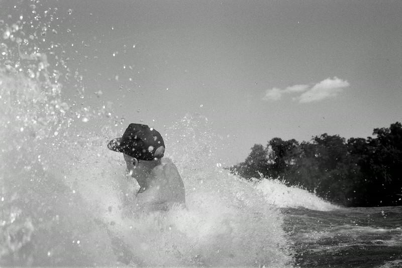 GG_EOP_Surfing_IrasBoat_044e
