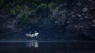 Bethells surfers