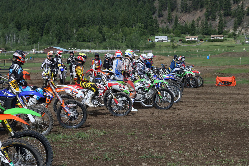 Part of the field getting ready to go in the morning BC Legends Race warmup<br /> <br /> Filename: _02P2091