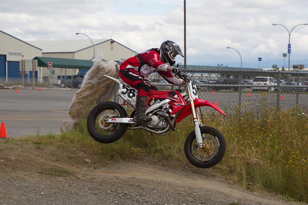 58 - Ryan Thomas jumps into a tight turn at the BC Supermoto races.