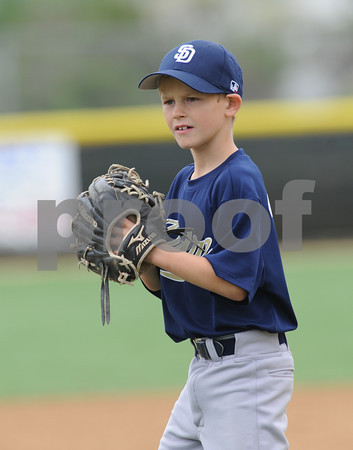 LNLL 2010 Action Photos - caps Padres
