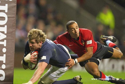Adam Thomson Gets a Try, tackled by Eli Walker