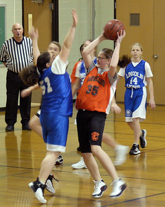 +090303 C Bball vs Lincoln W 21-7 023