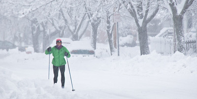 Green - cross-country skier in the city