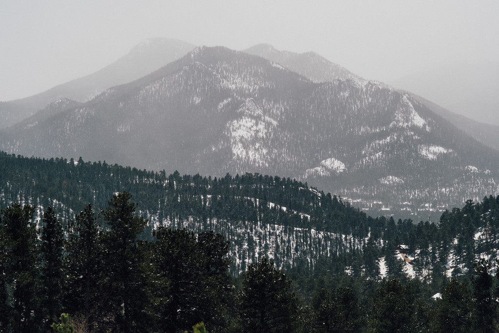. Foggy peaks in Estes Park. (Bob Wooley/Trail-Gazette)