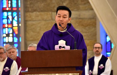 Fr. Vien shares his migration story in his homily