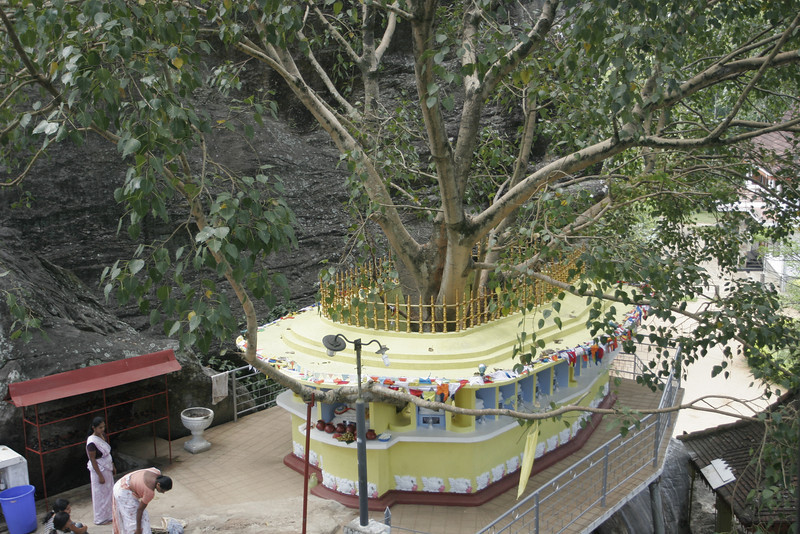 """Aluvihara - 26 km. from Kandy is the Matale district. An ancient rock temple """"Aluvihara"""" of great significance in the history of Buddhism. The Buddhist canon and its commentaries, which were till then handed down orally, were written for the first time at Aluvihara (1st C. BC)"""